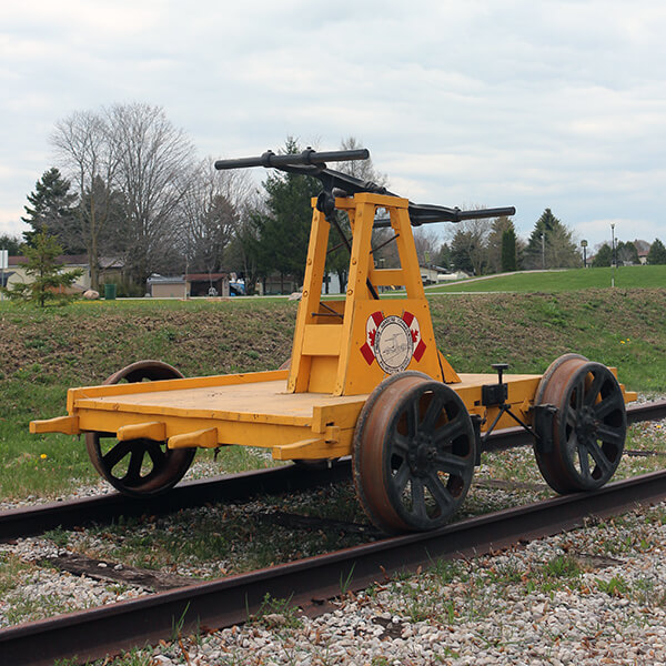 palmerston-handcar-races-hal-yellow